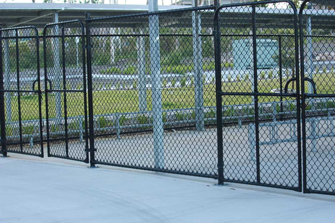Commercial-Chainwire-PVC-Gates2